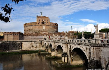 The Tiber River walking tour explores different assets of the Tiber, like Castel Sant'Angelo and its bridge